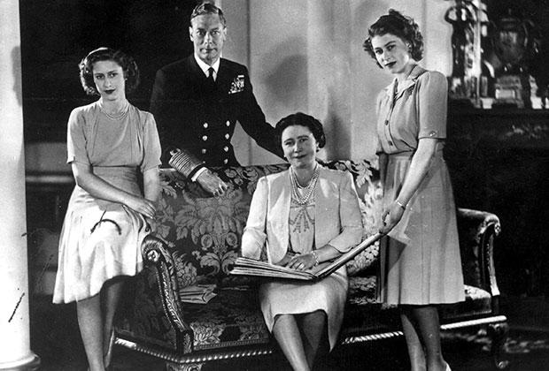 Георг VI с женой Елизаветой Боуз-Лайон и дочерьми Маргарет и Елизаветой
