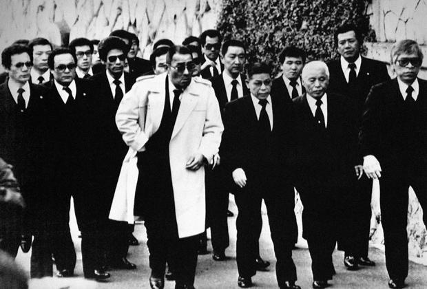 Члены клана «Ямагути-гуми» на похоронах убитого босса Масахисы Такэнаки. 1988 год