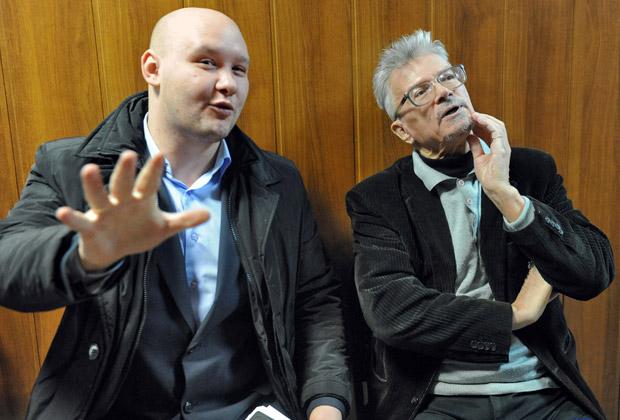 Даниил Константинов и Эдуард Лимонов перед рассмотрением искового заявления к Минюсту РФ о нерегистрации партии «Другая Россия». 2011 год