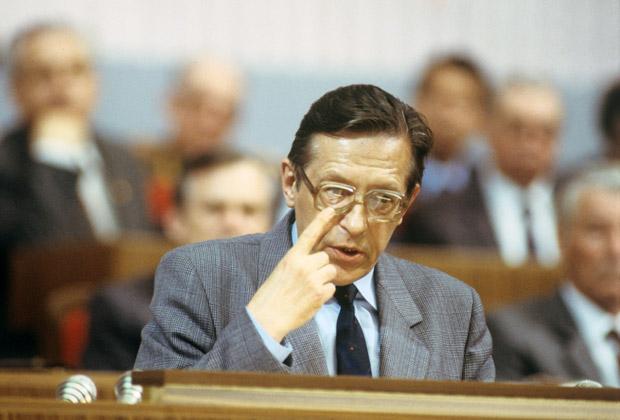 Академик АН СССР Леонид Абалкин
