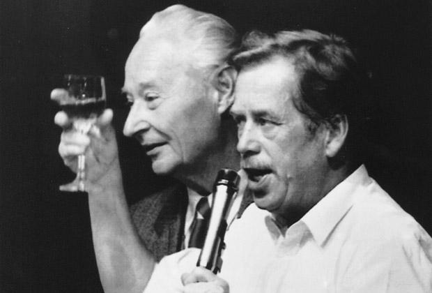 Александр Дубчек и первый президент посткоммунистической Чехословакии Вацлав Гавел