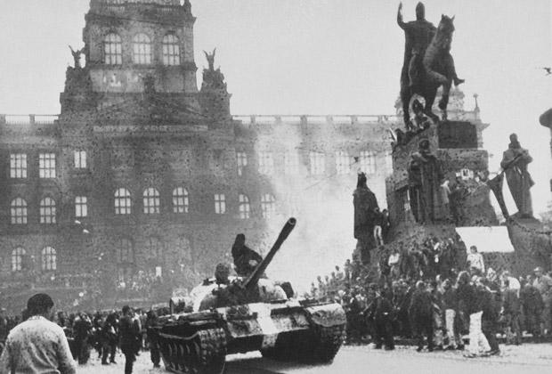 Советский танк в Праге