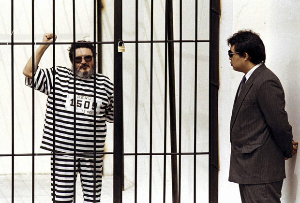 Основатель «Сияющего пути» Абимаэль Гусман во время суда над ним. 24 сентября 1992 года