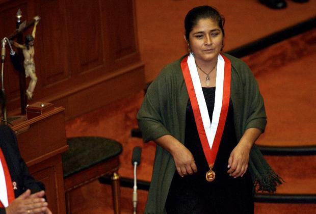 Нанси Обрегон Перальта после принесения присяги в качестве депутата Национального конгресса от Перуанской националистической партии. 25 июля 2006 года