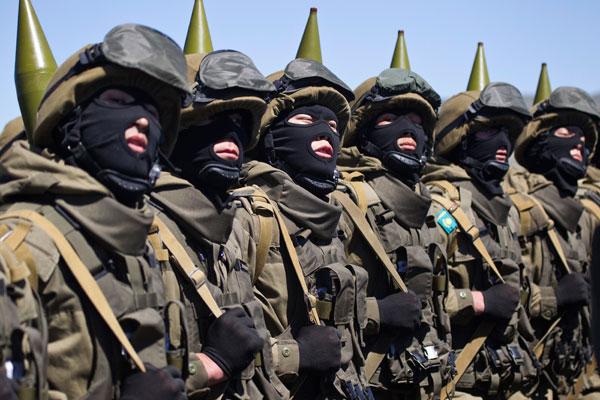 Казахстанские солдаты во время парада
