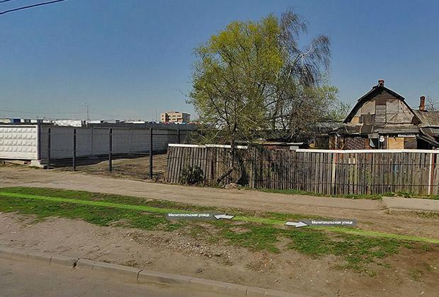 Последний дом поселка Красный Строитель на Мелитопольской улице рядом с овощебазой «Покровская»