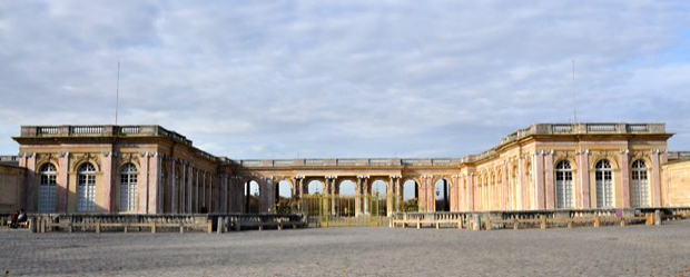 Дворец Большой Трианон в Версальском парке, где в 1920 году был подписан Трианонский договор