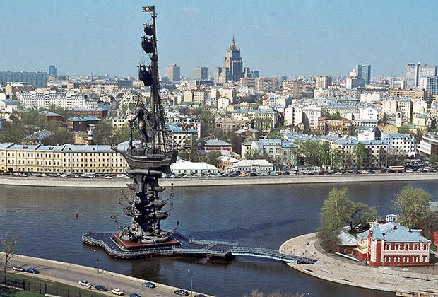 Памятник Петру I работы Зураба Церетели