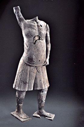 Статуи из ямы, рядом с терракотовой армией