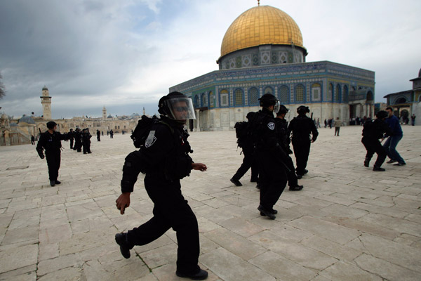 Israeli border police run in front of Dome of the Rock during a protest after Friday prayers at a compound known to Muslims as al-Haram al-Sharif and to Jews as Temple Mount, in Jerusalem's Old City February 22, 2013. Palestinian protesters have said they fear for the life of Samer al-Issawi, who has been on intermittent hunger strike for over 200 days, and three other hunger strikers jailed by Israel. Their cases have been at the centre of intensified clashes with Israeli soldiers throughout the Israeli-occupied West Bank in the past few weeks. REUTERS/Muammar Awad
