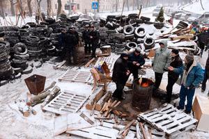 Оппозиционеры у здания Львовской городской администрации