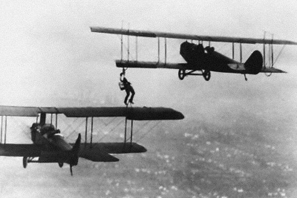 Первая в мире попытка передачи топлива в канистрах, 1912 год