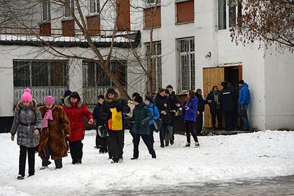Эвакуация учащихся школы 263