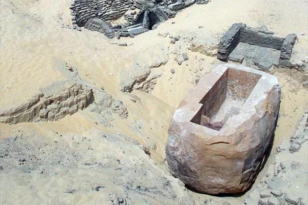 60-тонный саркофаг фараона Собекхотепа I в Абидосе