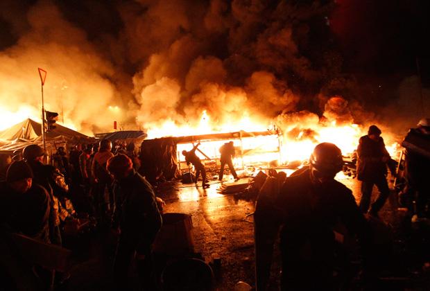 Огненная баррикада на площади Независимости в Киеве