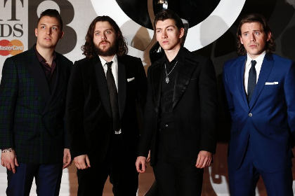 Arctic Monkeys  на церемонии Brit Awards 19 февраля 2014 года
