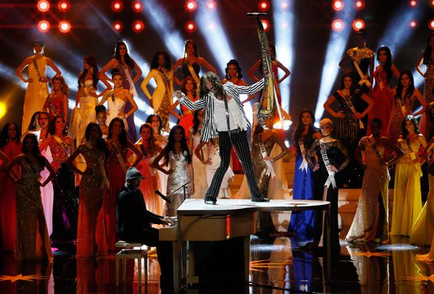 Стивен Тайлер выступает на конкурсе «Мисс Вселенная» в Москве