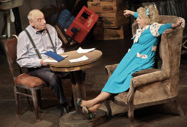 Сцена из спектакля «Игра в джин»