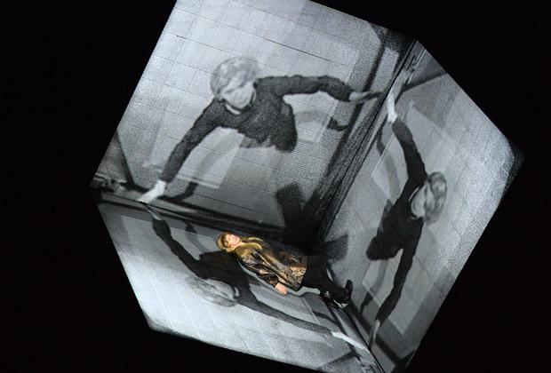 Евгений Миронов в сцене из спектакля «Гамлет. Коллаж»