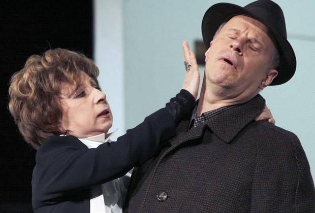 Лия Ахеджакова и Авангард Леонтьев в спектакле «Фигаро. События одного дня»