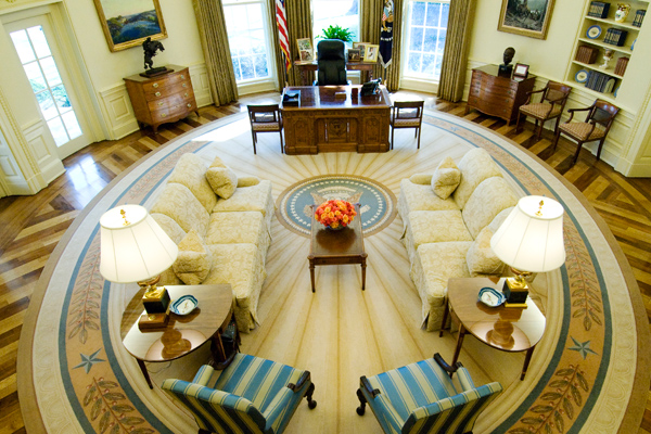A view from above of the Oval Office at the White House in Washington, February 29, 2008. The current West Wing office of the president of the United States, constructed in the shape of an approximately 11m by 9m oval in 1934, features a woven wool rug bearing the presidential seal. REUTERS/Jonathan Ernst