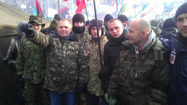 Александр Музычко (второй слева) на «Евромайдане»