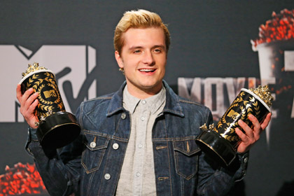 Джош Хатчерсон с кинонаградой MTV Movie Awards