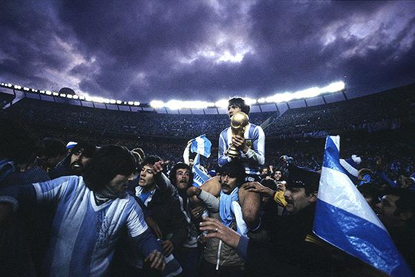 25 июня 1978 года. Буэнос-Айрес. Стадион «Ривер Плейт». Только что сборная Аргентины впервые в своей истории выиграла Кубок мира