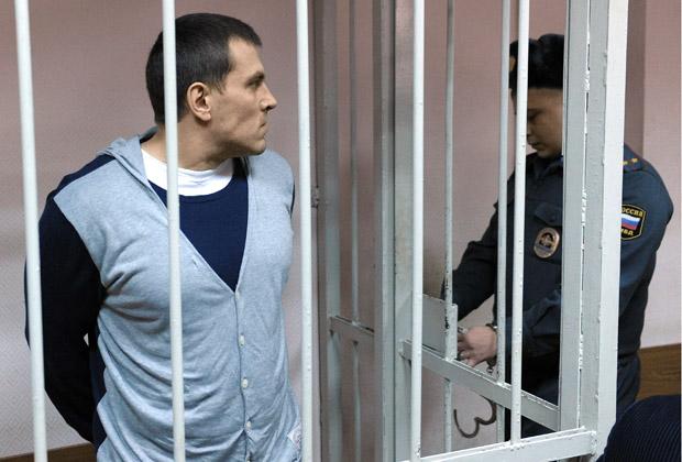 Максим Лузянин (слева) на заседании Замоскворецкого районного суда