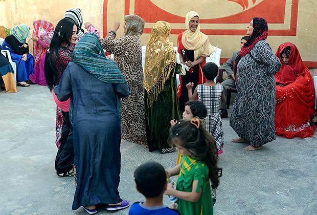 Родственники отмечают свадьбу несовершеннолетних, Ирак