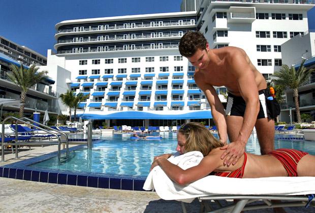 «Менеджер по загару» в отеле The Ritz-Carlton South Beach