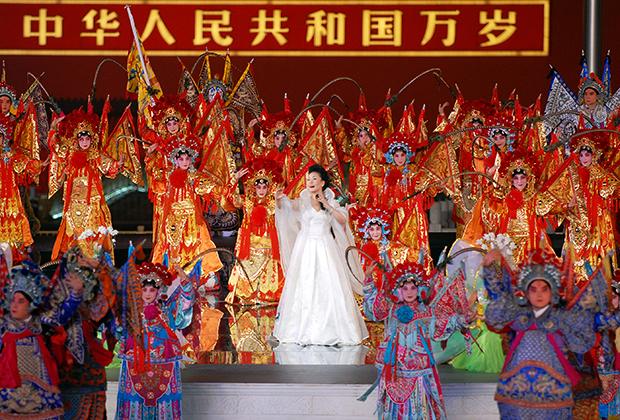 Пэн Лиюань выступает во время пекинской Олимпиады-2008