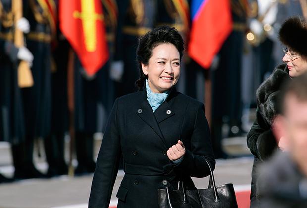 После визита Си и Пэн в Москву в КНР вошли в моду «пальто, как у первой леди»