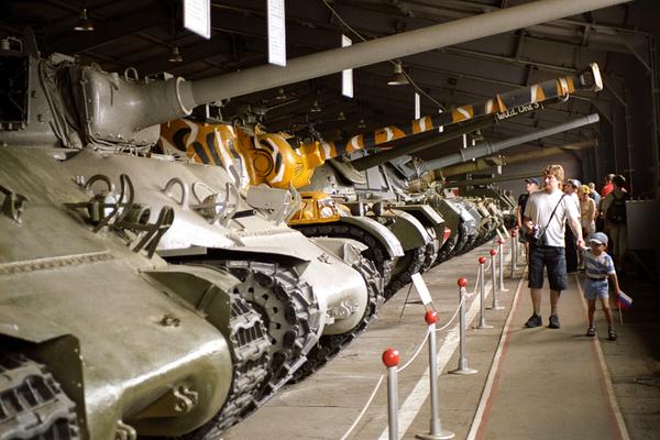 Экспозиция танкового музея в Кубинке