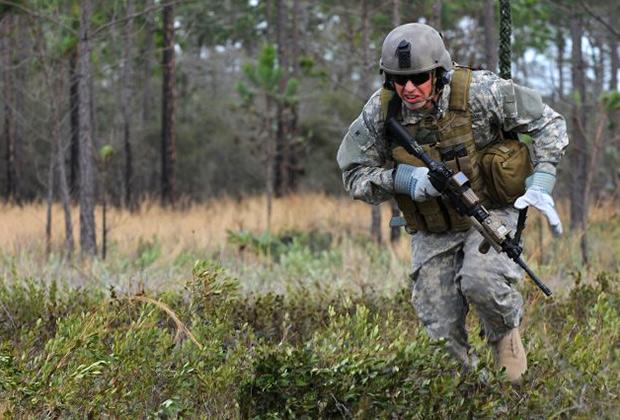 Солдат в экзоскелете