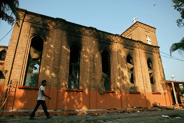 Сгоревшая церковь в Пакистане
