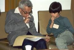 Справа — будущий австралийский математик китайского происхождения Теренс Тао. Учился и работал в США