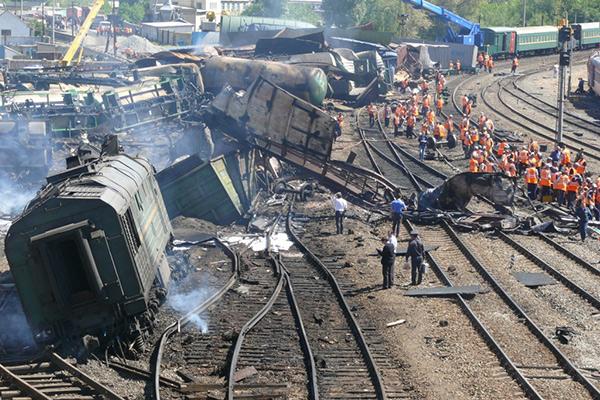 Сход вагонов с нефтепродуктами в Ростовской области 9 мая 2013 года
