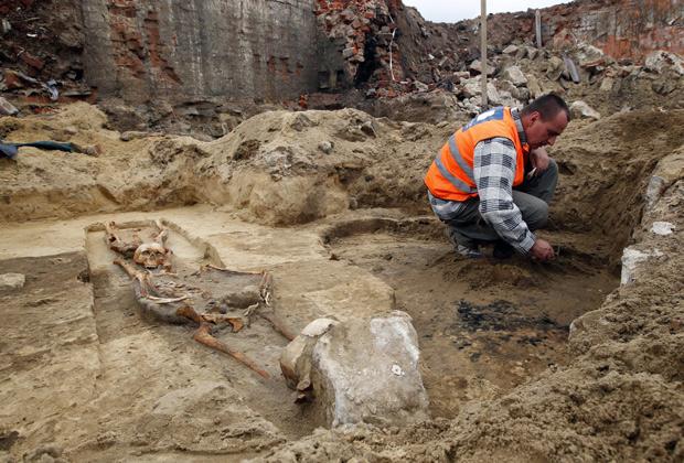 Раскопки на древнем кладбище «вампиров» в польском Гливице
