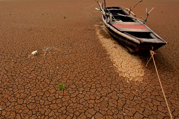 A boat is seen stranded on the cracked bed of a dried area of Xieshan, which is part of Poyang Lake in east China's Jiangxi Province