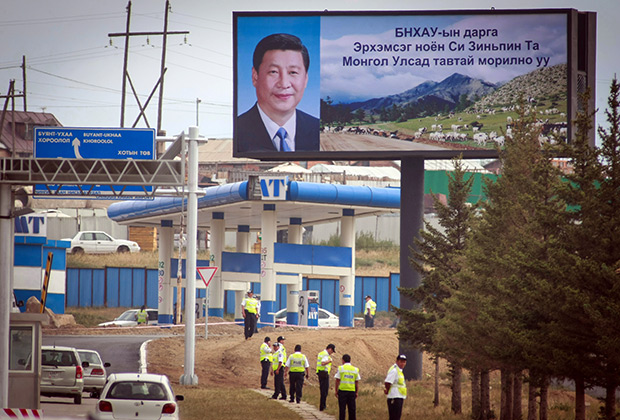 Плакат с Си Цзиньпином на рекламном щите в Улан-Батор, Монголия, 21 августа 2014 года