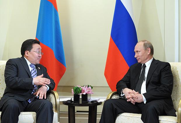 Владимир Путин и Цахиагийн Элбэгдорж во время двусторонней встречи в Шанхае, 20 мая 2014 года