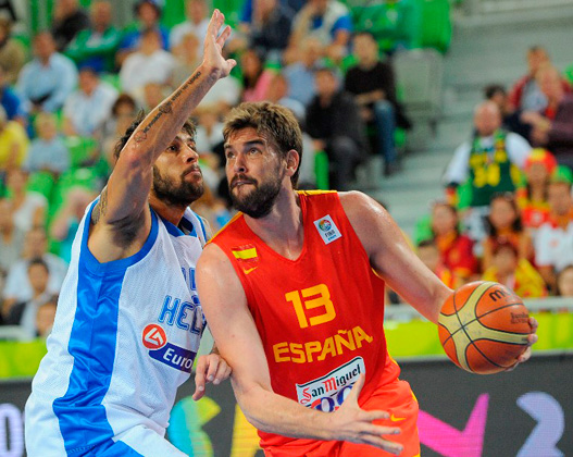 Marc Gasol of Spain (R) vies with Georgios Printezis of Greece during their FIBA Eurobasket second round Group F qualification match between Greece and Spain at the Stozice Arena in Ljubljana, on September 12, 2013.