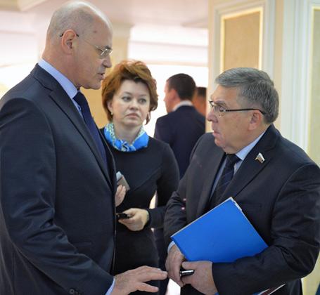Сенатор от Орловской области Владимир Круглый (слева) и сенатор от Курской области Валерий Рязанский