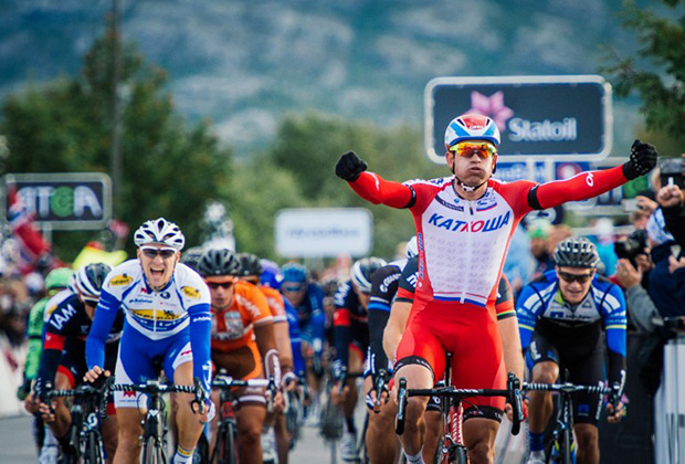 Norway's Alexander Kristoff from Team Katusha (R) reacts after crossing the finish line to win the 207 km second stage of the Arctic Race of Norway between Honningsvag and Alta in Norway on August 15, 2014