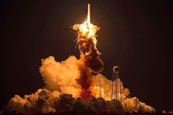 Взрыв Antares после старта 28 октября 2014 года (по времени Восточного побережья США)