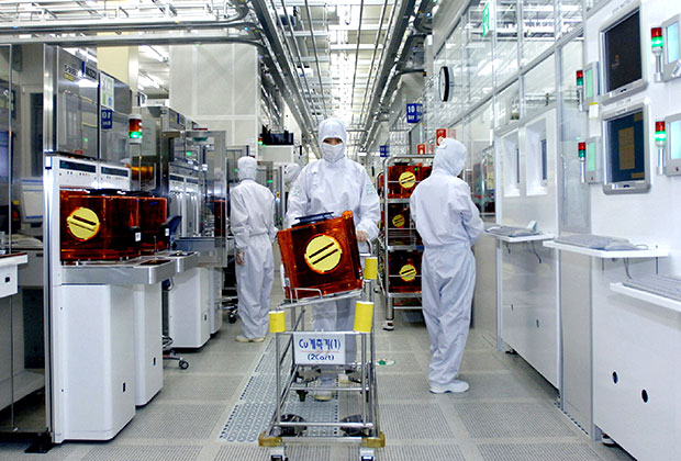 Сборочная линии Samsung на заводе в городе Сувон