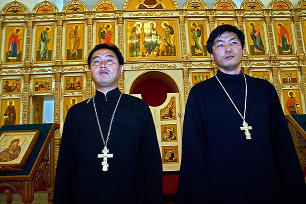 Православные священники в пхеньянском храме