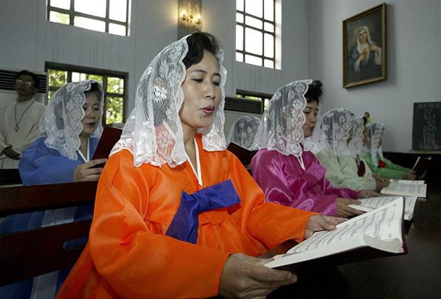 Богослужение в католическом храме Пхеньяна