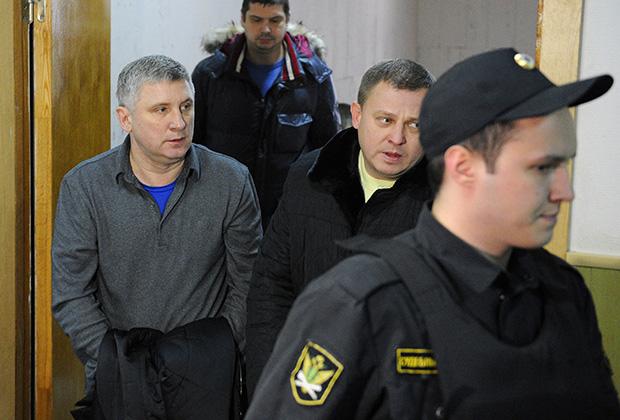 Александр Никитин (слева)